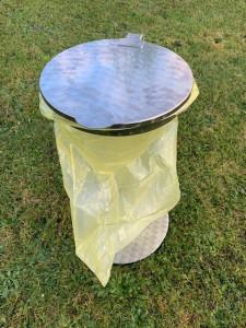 Müllsackhalter aus Edelstahl mit Klappdeckel + Boden